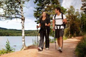 Скандинавская ходьба с палками - польза и вред для пожилых людей: противопоказания для пенсионеров