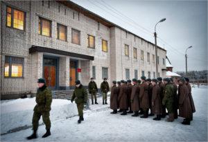 Что такое гауптвахта в армии и за что на нее попадают